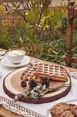 정원, 테이블, 음식, 커피 (뜨거운음료), 라떼, 케이크, 와플, 드라이플라워, 커피잔, 식탁보, 레이스 (천), 탑앵글, 숟가락, 포크, 식탁용나이프, 식물, 꽃, 잎, 쿠키, 그릇, 접시, 계절, 가을, 뜨거움