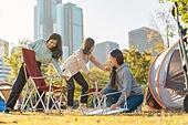 라이프스타일, 한강 (강), 공원, 한강공원 (서울), 소풍 (아웃도어), 텐트, 캠핑, 행복, 성인여자 (여성), 한국인, 야외용테이블, 설치, 의자 (좌석)