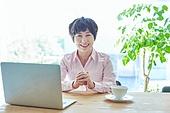 중년여자 (성인여자), 스타트업 (소기업), 비즈니스우먼 (사업가), 미소, 밝은표정