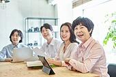 중년여자 (성인여자), 스타트업 (소기업), 비즈니스우먼 (사업가), 비즈니스미팅 (미팅), 미소, 밝은표정