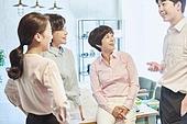 중년여자 (성인여자), 스타트업 (소기업), 비즈니스우먼 (사업가), 비즈니스미팅 (미팅), 대화