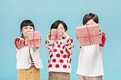 어린이 (나이), 겨울, 파티, 크리스마스 (국경일), 미소, 밝은표정, 선물 (인조물건)