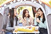 라이프스타일, 한국인, 대학생, 한강 (강), 한강공원 (서울), 공원, 휴식, 소풍 (아웃도어), 소풍, 행복, 친구, 휴가 (주제), 캠핑, 배달음식