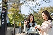 서울 (대한민국), 라이프스타일, 한국인, 기다림, 기다림 (정지활동), 약속, 전철역 (역), 불만 (컨셉), 시간체크 (움직이는활동)