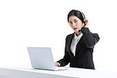 한국인, 비즈니스, 영업사원 (판매업), 서비스 (컨셉), 고객서비스상담원 (전화업무), 고객서비스상담원, 통화중 (움직이는활동), 전화업무, 콜센터 (사무실), 전화기 (원거리통신장비), 커뮤니케이션, 헤드셋 (전화기), 통신업무 (직업)