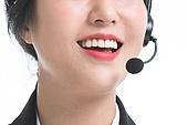 한국인, 비즈니스, 영업사원 (판매업), 서비스 (컨셉), 고객서비스상담원 (전화업무), 고객서비스상담원, 통화중 (움직이는활동), 전화업무, 콜센터 (사무실), 전화기 (원거리통신장비), 커뮤니케이션, 헤드셋 (전화기), 통신업무 (직업), 밝은표정, 미소 (얼굴표정)