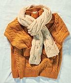 오브젝트 (묘사), 실내, 스튜디오촬영, 계절, 가을, 겨울, 크리스마스 (국경일), 니트천 (천), 스웨터 (상의), 목도리, 뜨거움 (컨셉), 따뜻한옷 (옷)