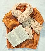 오브젝트 (묘사), 실내, 스튜디오촬영, 계절, 가을, 겨울, 크리스마스 (국경일), 니트천 (천), 스웨터 (상의), 목도리, 책, 뜨거움 (컨셉), 따뜻한옷 (옷)