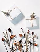 오브젝트 (묘사), 실내, 스튜디오촬영, 계절, 가을, 겨울, 크리스마스 (국경일), 드라이플라워, 식물, 꽃, 선물상자, 선물 (인조물건), 크리스마스선물, 백그라운드