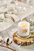 오브젝트 (묘사), 스튜디오촬영, 계절, 가을, 겨울, 크리스마스 (국경일), 니트천, 스웨터, 목도리, 전구 (전등빛), 초, 촛불, 목화, 목화솜
