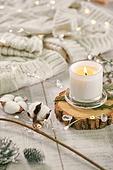 오브젝트 (묘사), 스튜디오촬영, 계절, 가을, 겨울, 크리스마스 (국경일), 니트천, 스웨터, 목도리, 전구 (전등빛), 초, 촛불, 목화, 목화솜, 솔방울