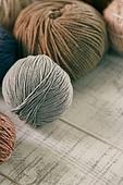 오브젝트 (묘사), 실내, 스튜디오촬영, 가을, 겨울, 니트천, 스웨터, 목도리, 털실, 실뜨기, 실 (봉제도구), 뜨거움, 따뜻한옷, 계절