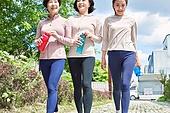 중년여자 (성인여자), 조깅 (운동), 레깅스, 운동, 건강한생활, 걷기 (물리적활동), 미소