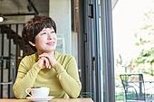 중년여자 (성인여자), 휴식, 카페, 생각 (컨셉), 미소