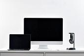 사람없음, 오브젝트 (묘사), 실내, 스튜디오촬영, 컴퓨터장비, 컴퓨터네트워크, 가전제품, 블루투스, 첨단기술, 컴퓨터, 컴퓨터키보드, 무선기술, 스마트기기 (정보장비), 컴퓨터모니터 (컴퓨터), 테이블, 사무실, 마우스 (입력도구), 헤드폰 (오디오장비), 헤드셋