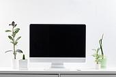 사람없음, 오브젝트 (묘사), 실내, 스튜디오촬영, 컴퓨터장비, 컴퓨터네트워크, 가전제품, 블루투스, 첨단기술, 컴퓨터, 컴퓨터키보드, 무선기술, 스마트기기 (정보장비), 컴퓨터모니터 (컴퓨터), 테이블, 사무실, 마우스 (입력도구), 화분, 식물, 원예 (레저활동)