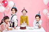 어린이 (나이), 분홍 (색상), 파티, 파티모자 (모자), 케이크, 풍선, 미소