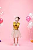 어린이 (나이), 분홍 (색상), 파티, 생일, 소녀, 수줍음 (감정)