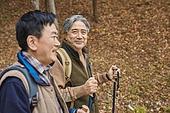 가을, 자연 (주제), 남성, 하이킹 (아웃도어), 여행, 산림욕, 미소, 만족, 걷기 (물리적활동)