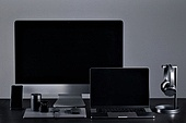 사람없음, 오브젝트 (묘사), 실내, 스튜디오촬영, 컴퓨터장비, 컴퓨터네트워크, 가전제품, 블루투스, 인공지능, 첨단기술, 무선기술, 스마트폰, 휴대폰, 스마트기기 (정보장비), 노트북컴퓨터 (개인용컴퓨터), 컴퓨터모니터, 컴퓨터, 헤드폰 (오디오장비), 헤드셋 (전화기), 마우스 (입력도구)