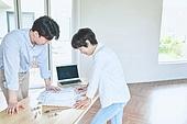 남성, 사무실 (업무현장), 설계도 (플랜), 건축가 (창조적직업), 대화