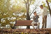 노인 (성인), 가을, 휴식, 공원벤치, 친구 (컨셉), 위로, 미소