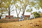노인 (성인), 가을, 휴식, 친구 (컨셉), 대화, 미소
