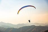 한국인, 익스트림스포츠, 패러글라이딩 (패러슈팅), 비행, 비행 (움직이는활동), 취미, 레저활동, 레저활동 (활동), 여가 (주제), 도전 (컨셉), 모험, 익스트림스포츠 (스포츠), 자유, 패러슈팅 (항공스포츠), 이륙