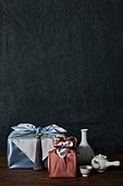 실내, 스튜디오촬영, 명절 (한국문화), 설 (명절), 추석 (명절), 선물 (인조물건), 선물상자, 선물세트, 기념일, 기대, 행복, 풍부, 포장, 한국전통, 전통문화, 한국문화, 한국 (동아시아), 천, 백그라운드, 보자기 (한국문화), 노리개, 액세서리 (인조물건), 티포트, 꽃병, 백자자기, 찻잔, 다도, 차 (뜨거운음료), 술병