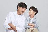 아빠, 소년, 아들, 가족, 미소, 밝은표정, 마주보기 (위치묘사)