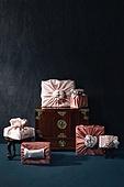 오브젝트 (묘사), 실내, 스튜디오촬영, 명절 (한국문화), 설 (명절), 추석 (명절), 선물 (인조물건), 선물상자, 선물세트, 기념일, 포장, 한국전통, 전통문화, 한국문화, 한국 (동아시아), 천, 백그라운드, 보자기 (한국문화), 가구, 서랍장 (가구)