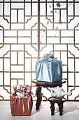 스튜디오촬영, 명절 (한국문화), 설 (명절), 추석 (명절), 선물 (인조물건), 선물상자, 선물세트, 기념일, 포장, 한국전통, 전통문화, 한국문화, 한국 (동아시아), 천, 백그라운드, 보자기 (한국문화), 한국전통문양 (패턴), 창문, 문틀 (문), 역광, 밥상 (한국전통), 차 (뜨거운음료), 다도, 찻잔, 티포트