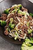 소불고기,음식,브로콜리,그릇,접시