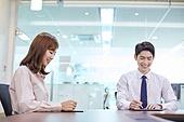 한국인, 비즈니스, 신입사원, 근로시간, 비즈니스미팅 (미팅), 회의실, 디지털태블릿 (개인용컴퓨터), 스마트기기 (정보장비)
