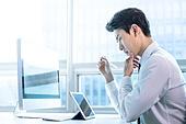 한국인, 사무실, 비즈니스, 노동자 (직업), 화이트칼라 (전문직), 일 (물리적활동), 근로시간, 걱정 (어두운표정), 생각 (컨셉), 아이디어 (컨셉), 비즈니스맨