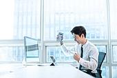 한국인, 사무실, 비즈니스, 디지털태블릿 (개인용컴퓨터), 아이디어, 비즈니스맨, 계약, 성공, 모바일결제 (금융아이템), 스마트기기 (정보장비)