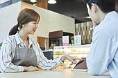 시간제근무 (직업), 한국인, 카페 (공공건물), 카페문화 (라이프스타일), 카페테리아직원 (음식서비스직), 커피숍 (카페), 근로기준법 (법)