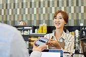 시간제근무 (직업), 한국인, 카페 (공공건물), 카페문화 (라이프스타일), 카페테리아직원 (음식서비스직), 커피숍 (카페), 근로기준법 (법), 모바일결제 (금융아이템)