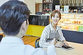 시간제근무 (직업), 한국인, 카페 (공공건물), 카페문화 (라이프스타일), 카페테리아직원 (음식서비스직), 커피숍 (카페), 근로기준법 (법), 근로시간, 계약직 (비정규직)