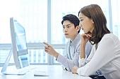 한국인, 사무실, 비즈니스, 비즈니스미팅 (미팅), 회의실 (사무실), 생각 (컨셉), 아이디어, 걱정 (어두운표정), 스트레스, 피로 (물체묘사)