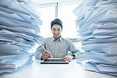 한국인, 비즈니스, 주52시간근무제 (근로시간), 주52시간근무제, 근로시간, 근로기준법 (법), 서류, 디지털태블릿 (개인용컴퓨터), 스마트기기 (정보장비)