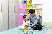 육아, 아빠, 방, 딸, 마주보기 (위치묘사), 미소