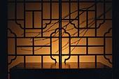 오브젝트 (묘사), 실내, 스튜디오촬영, 명절 (한국문화), 설 (명절), 추석 (명절), 백그라운드, 한국전통, 전통문화, 한국문화, 창문, 가구, 역광, 문틀 (문), 나뭇가지, 식물, 실루엣, 서랍장 (가구), 일몰 (땅거미)
