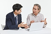 한국인, 비즈니스, 설명, 안내 (컨셉), 영업사원 (판매업), 보험설계사 (금융직), 커뮤니케이션, 판매업, 전문직, 대화, 대화 (말하기)