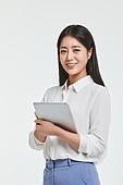 사진, 한국인, 비즈니스, 화이트칼라 (전문직), 신입사원, 보험설계사 (금융직), 디지털태블릿 (개인용컴퓨터)