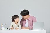 아빠, 아들, 초등학생, 교육 (주제), 가르침 (움직이는활동), 공부, 가르침, 배움, 조기교육 (교육)