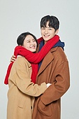 한국인, 대학생, 청년 (성인), 따뜻한옷 (옷), 외투 (의복), 데이트, 커플, 커플 (인간관계), 데이트 (로맨틱), 행복, 포옹 (홀딩), 포옹