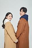 한국인, 대학생, 청년 (성인), 따뜻한옷 (옷), 외투 (의복), 데이트, 커플, 커플 (인간관계), 로맨스 (컨셉), 데이트 (로맨틱), 행복