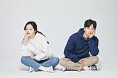 한국인, 대학생, 청년 (성인), 턱괴기, 갈등, 불만 (컨셉), 스트레스 (컨셉), 갈등 (컨셉)