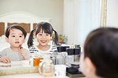 어린이 (나이), 소녀, 색조화장 (화장품), 화장대, 개구쟁이 (역할), 남매